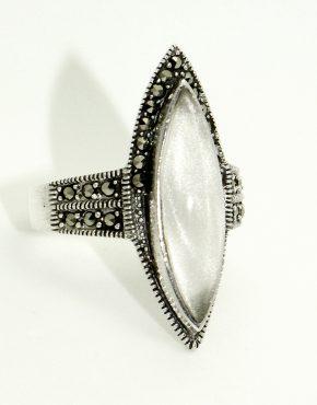 Ezüst gyűrű gyöngyházzal és markazittal