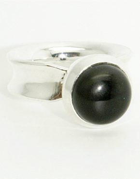 Ezüst gyűrű onix-szal